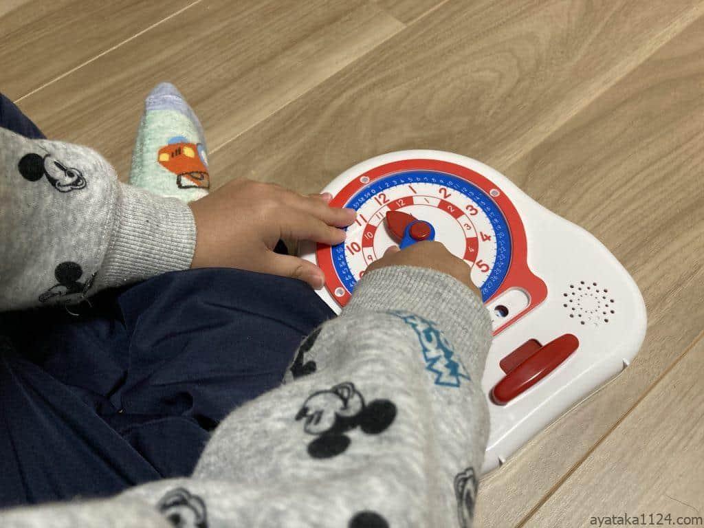 NEWくるくるレッスンで遊ぶ3歳の息子